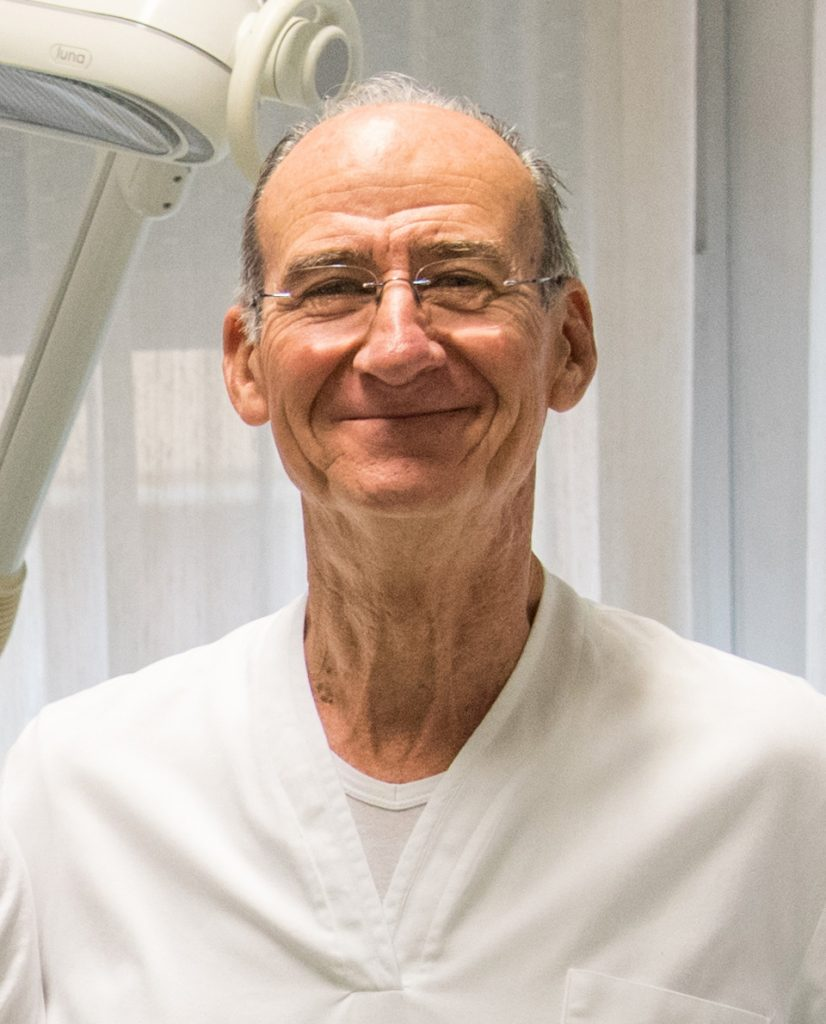 dr piero secchioni dentista livorno 826x1024 - Lo studio